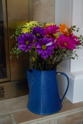 Blue coffepot full of flowers IMG_1405 (267x400)